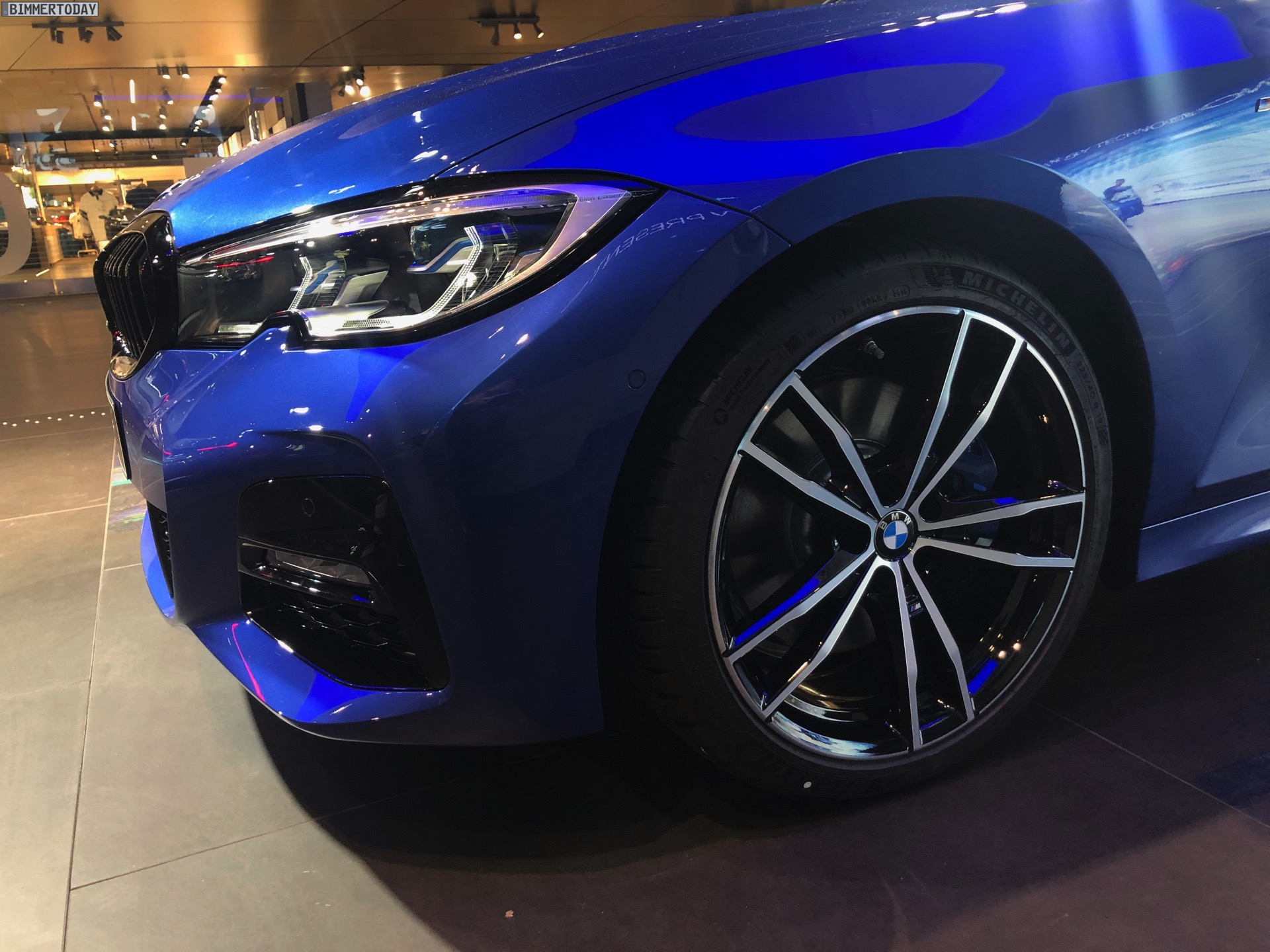 Name:  2019-BMW-3er-G20-M-Sport-Shadow-Line-erweiterter-Umfang-Portimao-Blau-08.jpg Views: 8806 Size:  481.1 KB
