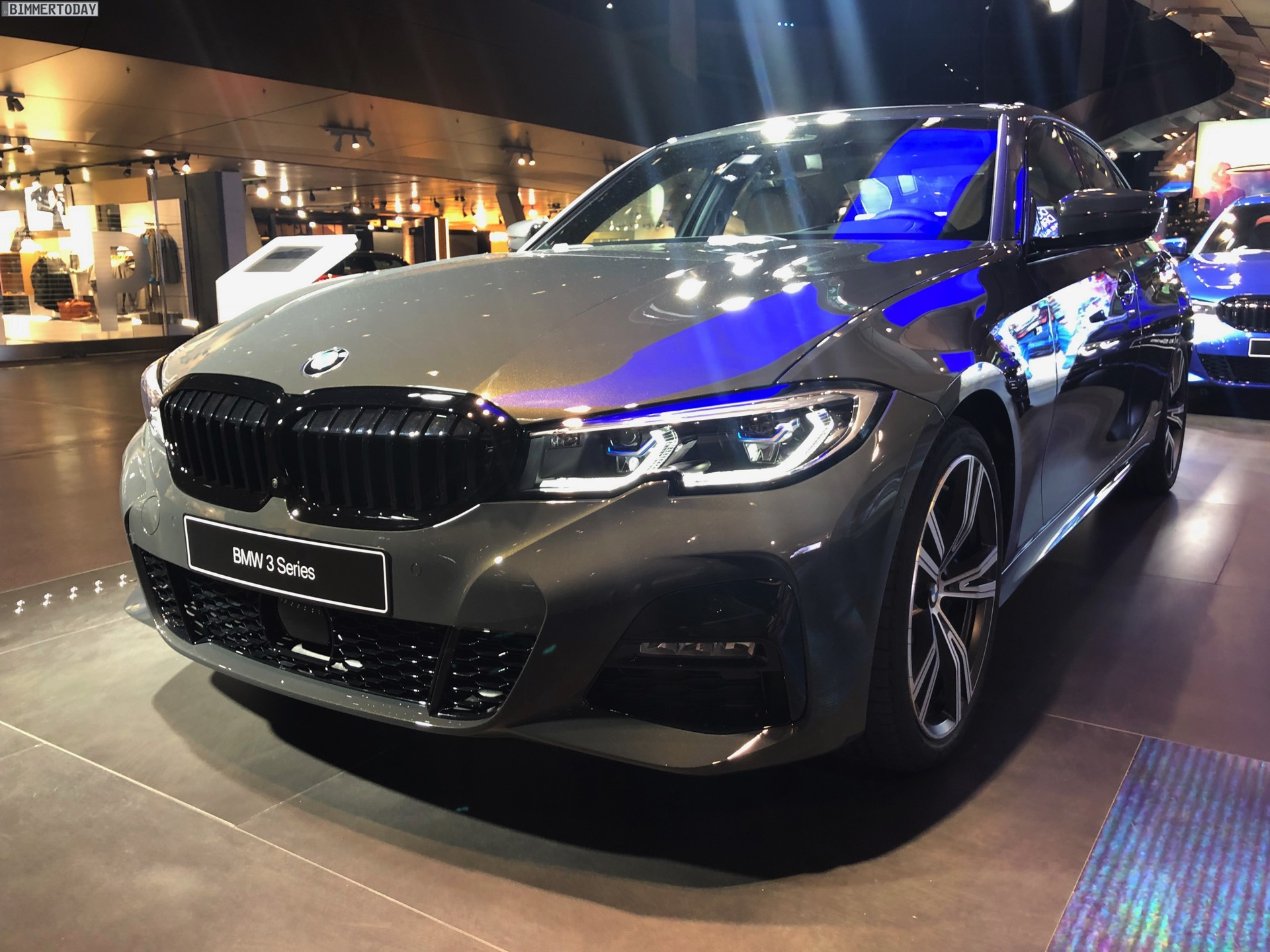Name:  2019-BMW-3er-G20-M-Sport-Shadow-Line-erweiterter-Umfang-Dravitgrau-03.jpg