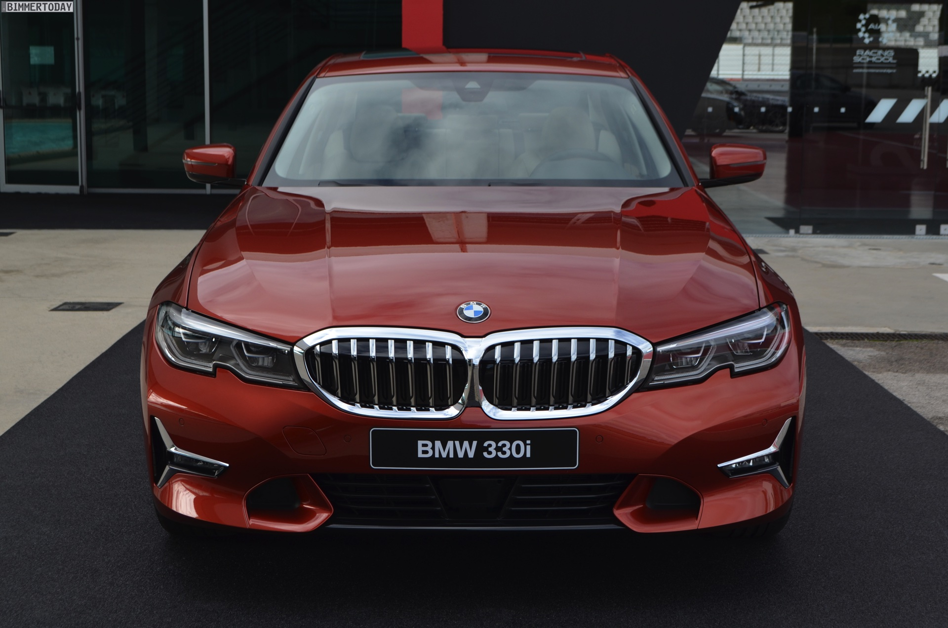 Name:  2019-BMW-3er-G20-Sunset-Orange-Luxury-Line-02.jpg Views: 12078 Size:  486.5 KB