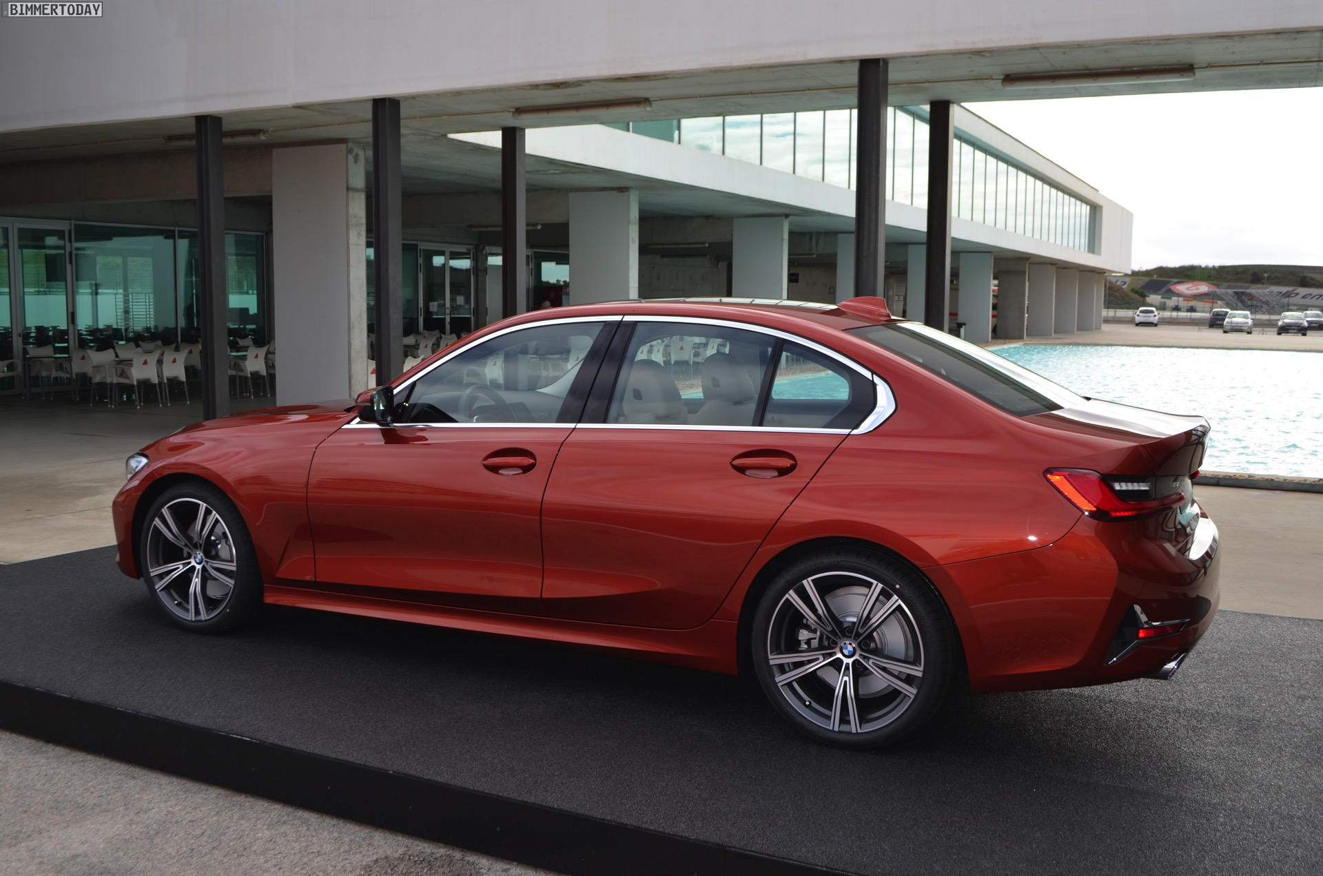 Name:  2019-BMW-3er-G20-Sunset-Orange-Luxury-Line-12.jpg Views: 7822 Size:  449.1 KB