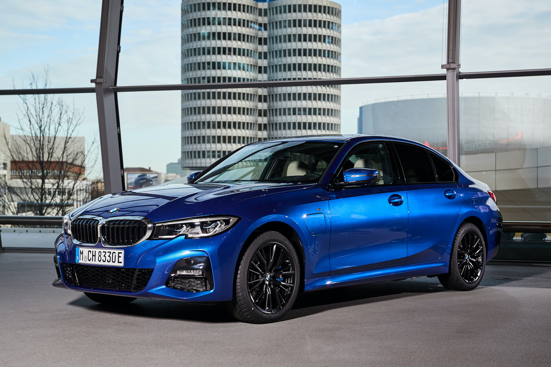 Name:  P90379661_highRes_bmw-group-s-500-000t.jpg Views: 3497 Size:  1,005.6 KB
