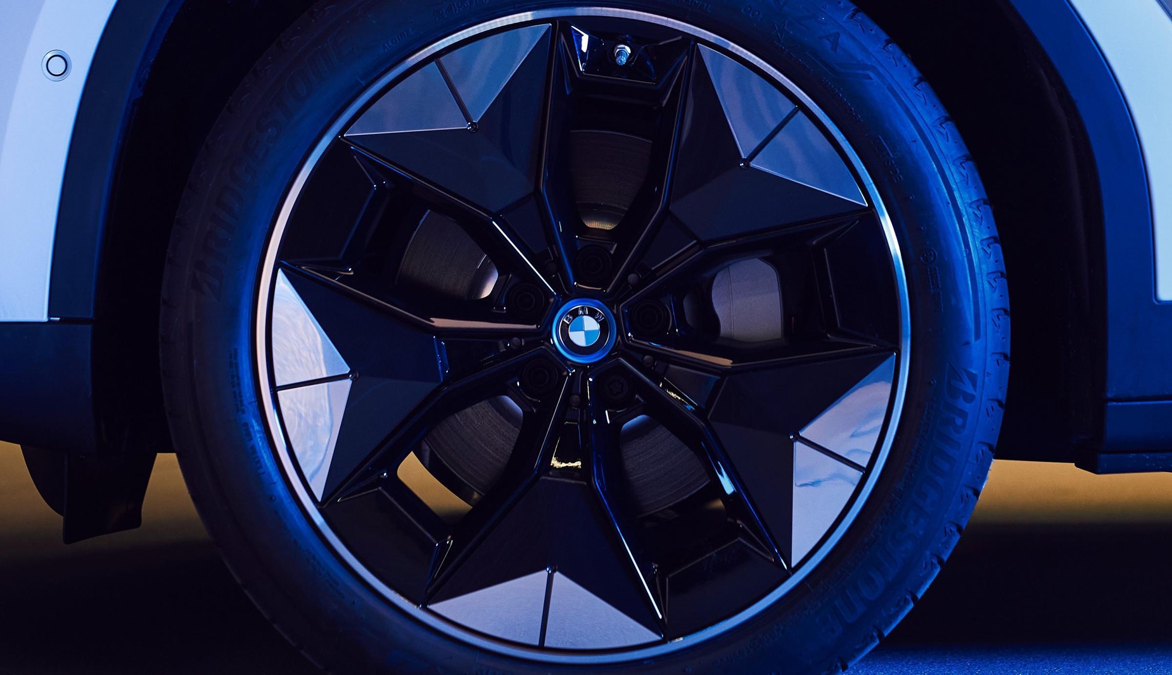 Name:  BMW iX3 i4 Aerodynamic Wheels1 2.jpg Views: 4304 Size:  238.1 KB