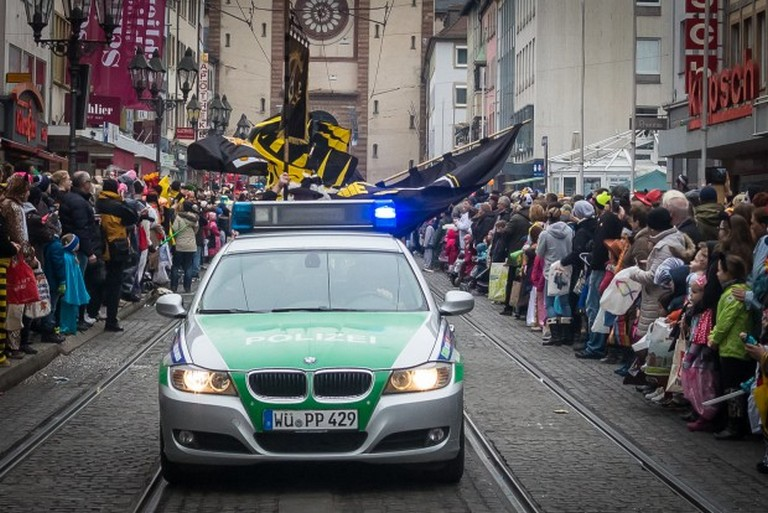 Name:  Polizei_Fasching_Symbolfoto_2-5-620x414.jpg Views: 321 Size:  131.2 KB