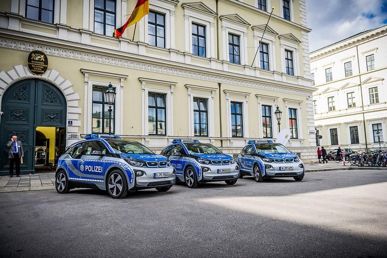 Name:  Polizei-Einsatz     Autos-im-Polizei-Einsatz-1200x800-2a908a06f95ddb7c.jpg Views: 322 Size:  160.5 KB