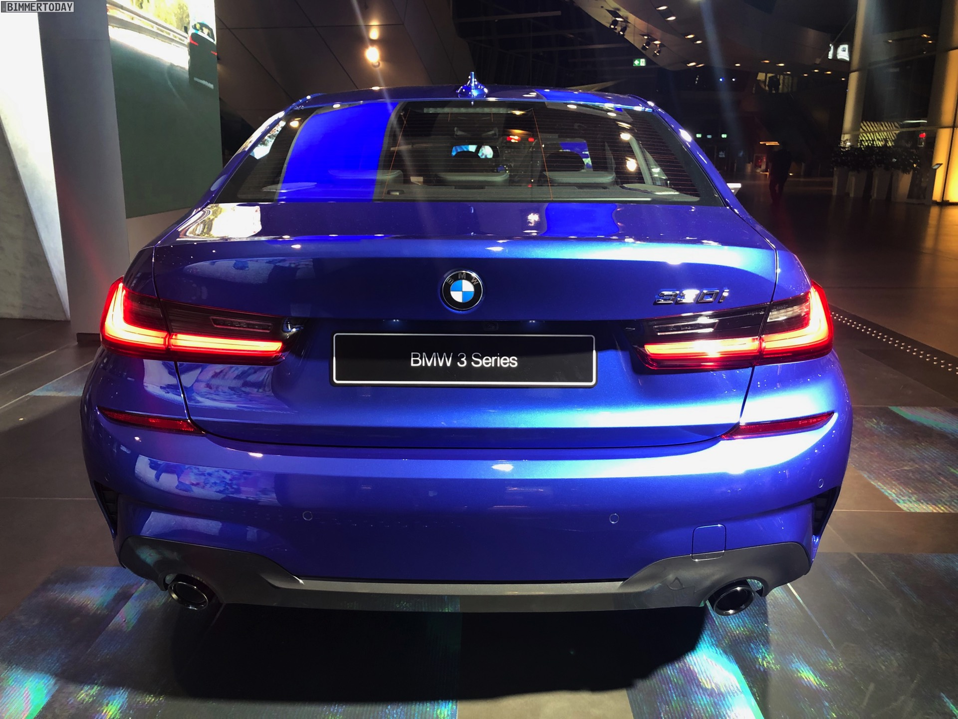 Name:  2019-BMW-3er-G20-M-Sport-Shadow-Line-erweiterter-Umfang-Portimao-Blau-06.jpg Views: 18597 Size:  455.7 KB